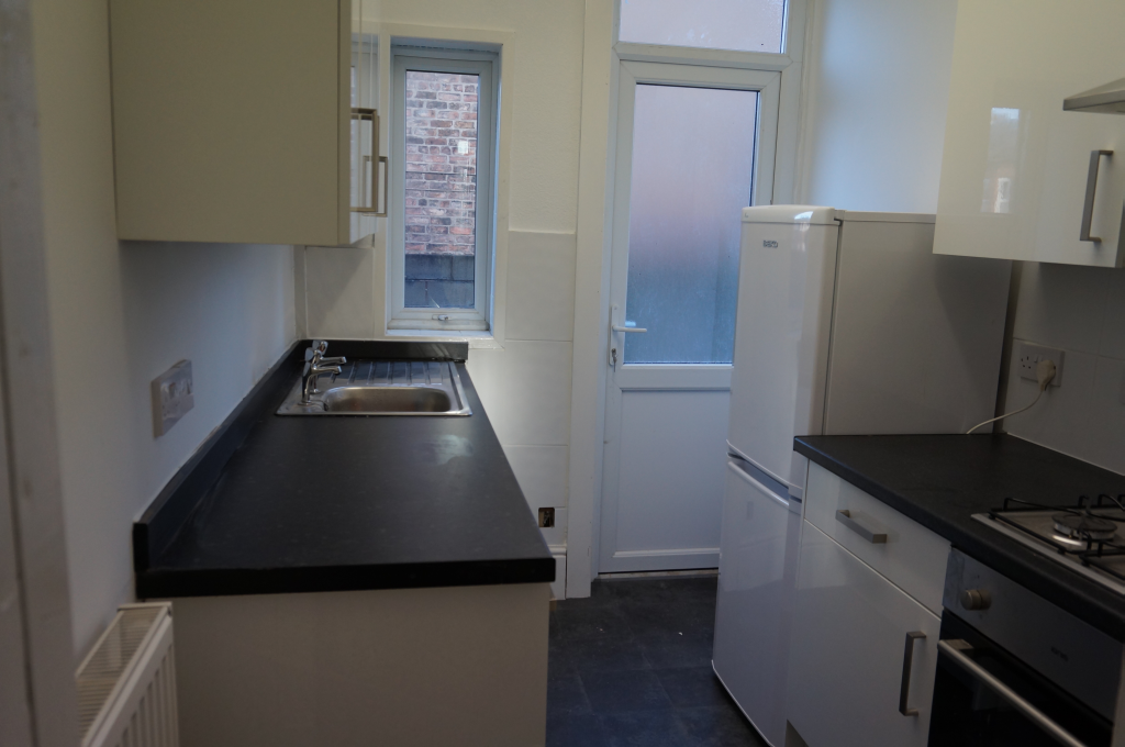 Kitchen of House to Rent in Tranmere, Birkenhead
